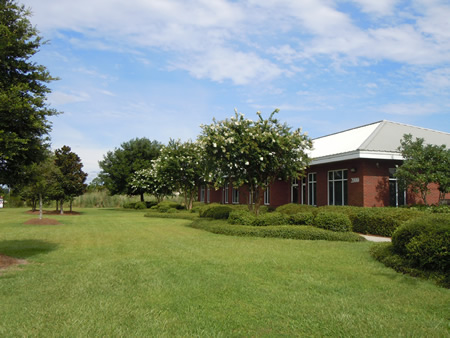 Commercial office building in Gulfport, MS with attractive landscaping
